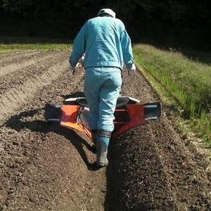 大豆用中耕培土器